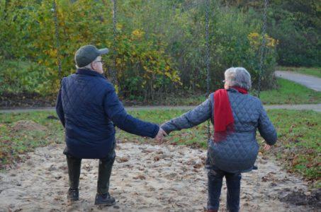 KLJUČ SREĆE U ZAJEDNIČKOM ŽIVOTU: Ovo su tajne ljudi koji su u braku 50 godina!