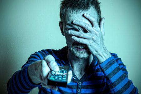 STRUČNJACI UPOZORAVAJU: Stariji se najčešće bave ovim hobijem, iako on ima POGUBNE posledice po njihovo zdravlje!