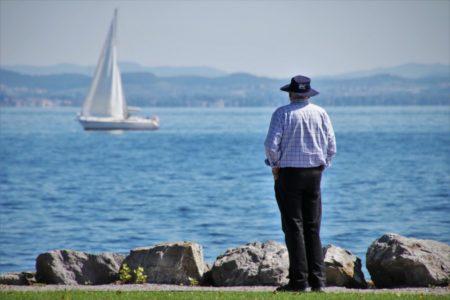 NOVI POSLOVNI TREND: Zbog nedostatka radne snage, širom regiona zapošljavaju se penzioneri!