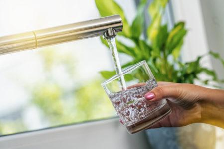 TERAPIJA VODOM KOJU JAPANCI VEKOVIMA KORISTE: Evo kada treba popiti prvu čašu u toku dana!