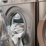GENIJALAN TRIK: Pre pranja veša, u mašinu ubacite jednu vlažnu maramicu, rezultat je neverovatan!