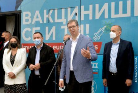 Aleksandar Vučić u Zvečki: Imamo novca za pomoć, vakcinišite se, zaštitićete i sebe i druge!