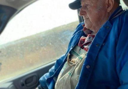 Moj deda u braku je sa bakom već 60 godina, ovo šta je uradio nateralo mi je suze na oči