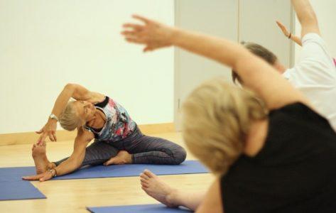 NAJBLAGOTVORNIJE ZA DUH I TELO: Da li je joga pogodna za starije osobe?