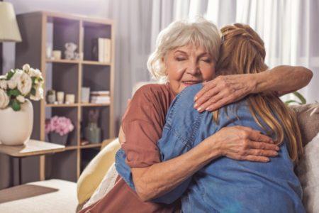 U JEDNOM STARAČKOM DOMU SMEŠTENA JE MOJA BOLESNA MAMA: Ovo je dirljiva priča o trenutku koji je promenio živote